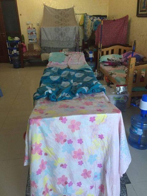 Dân mạng ném đá chiếc giường ngủ luộm thuộm 'như ổ chó' của bà mẹ trẻ - Ảnh 8