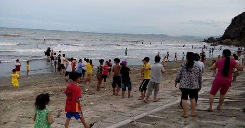 Tin trong nước - Giăng lưới tìm kiếm học sinh tắm biển đuối nước