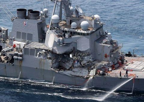 Tin thế giới - Tàu hàng Philippines ở chế độ lái tự động trước khi đâm vào tàu chiến Mỹ