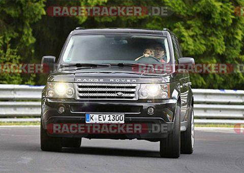 Ôtô - Xe máy - Cậu bé lái Range Rover trên đường đua Đức
