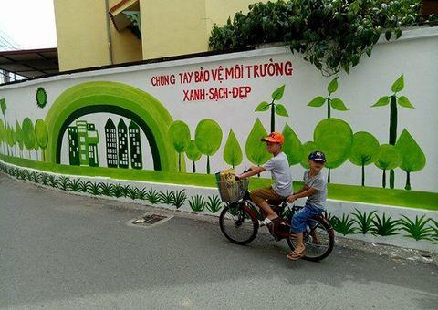 """Đời sống - """"Lạc trôi"""" giữa con đường bích họa độc đáo ở Hà Nội"""