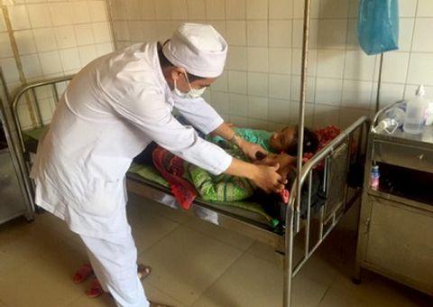 Đời sống - Ăn nhầm bột thông cống, 7 học sinh nhập viện cấp cứu