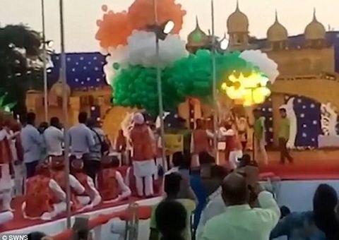 Tin thế giới - Video: Nổ bóng bay giữa lễ kỷ niệm ở Ấn Độ, 15 người phải cấp cứu
