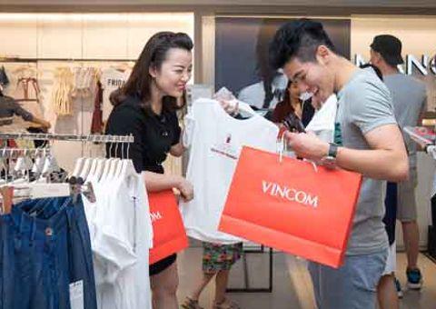 Kinh doanh - Gần 2.000 gian hàng ngập tràn ưu đãi trong dịp Vincom Black Friday 2017