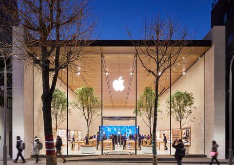 """Tin tức - Apple mở cửa hàng đầu tiên tại quê hương của """"đại kình địch"""" Samsung"""