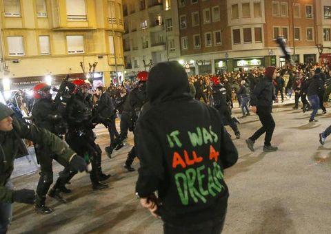 Tin tức - Cảnh sát thiệt mạng trong trận hỗn chiến CĐV Bilbao-Spartak Moscow