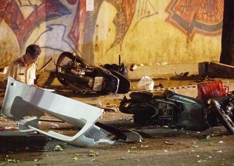 """Tin tức - Hiện trường vụ xe """"điên"""" gây tai nạn ở Sài Gòn: Nạn nhân nằm la liệt trên đường"""