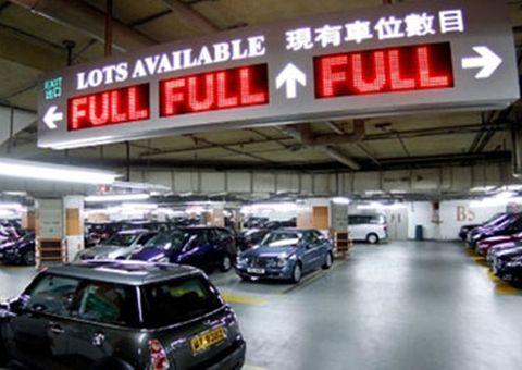 """Sốc vì mức giá đắt """"cắt cổ"""" cho mỗi chỗ thuê đô xe ở Hong Kong"""