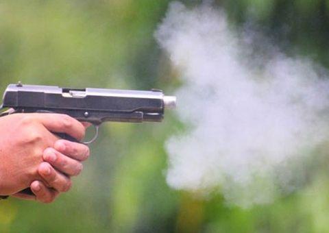 Tin tức - Mỹ: Người đàn ông cầm súng liên tục bắn chỉ thiên...và cái kết