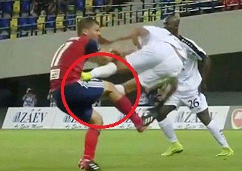 Cầu thủ Pháp song phi vào giữa bụng đối thủ tại vòng loại Champions League 2018