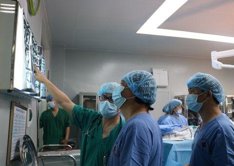 Tin tức - Lần đầu tiên sử dụng máy tim phổi nhân tạo để mổ u gần tim bệnh nhân