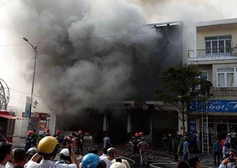 Tin tức - Cận cảnh công tác cứu hộ vụ hỏa hoạn tại quán bar ở trung tâm Đà Nẵng