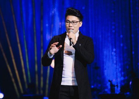 Quán quân Thần tượng Bolero 2018 rưng rưng trong liveshow đầu đời