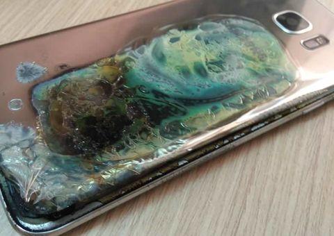 Tin tức - Galaxy S7 Edge bất ngờ bốc cháy,  khách hàng được đền Galaxy S9