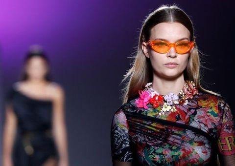 Thương hiệu thời trang Versace sắp sửa bị Michael Kors thâu tóm xa xỉ tới mức nào?