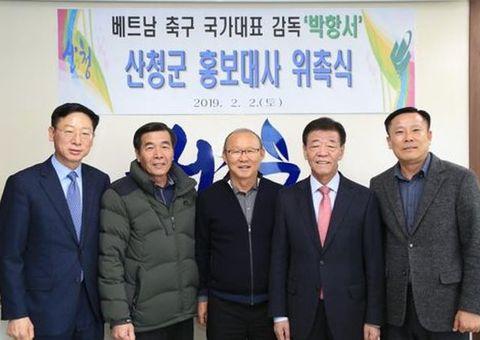 Tin tức - Về Hàn Quốc, HLV Park Hang Seo bất ngờ được bầu làm đại sứ quận Sancheong