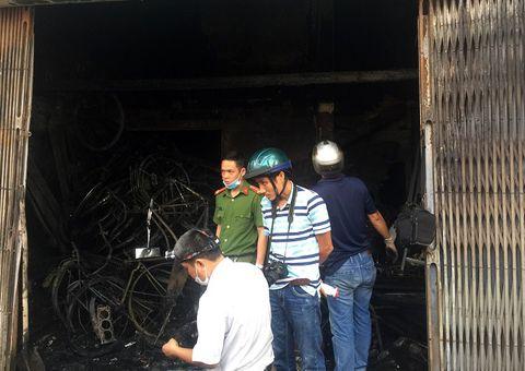 Tin trong nước - Bố mẹ cùng con gái tử vong trong căn nhà bốc cháy: Thi thể 3 nạn nhân nằm trên gác lửng