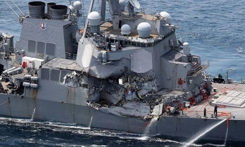 Tàu hàng Philippines ở chế độ lái tự động trước khi đâm vào tàu chiến Mỹ