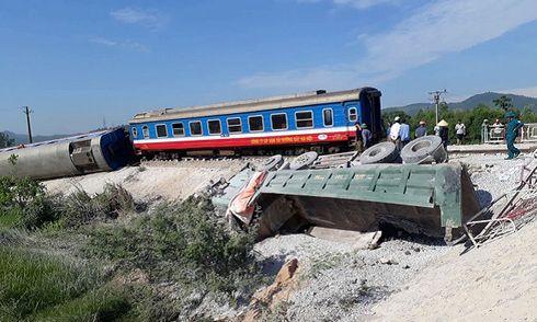 Infographic: Những vụ tai nạn thảm khốc khi ô tô cắt mặt đường ray