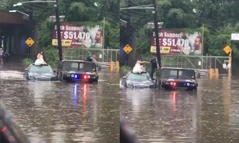 Video: Cô dâu chật vật xách váy trèo ra khỏi xe hoa ngập nước