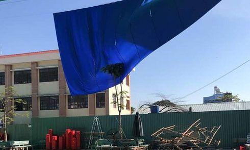 TP.HCM: Sập dàn giáo trong buổi lễ tri ân 20/11, gần 30 học sinh tiểu học bị thương