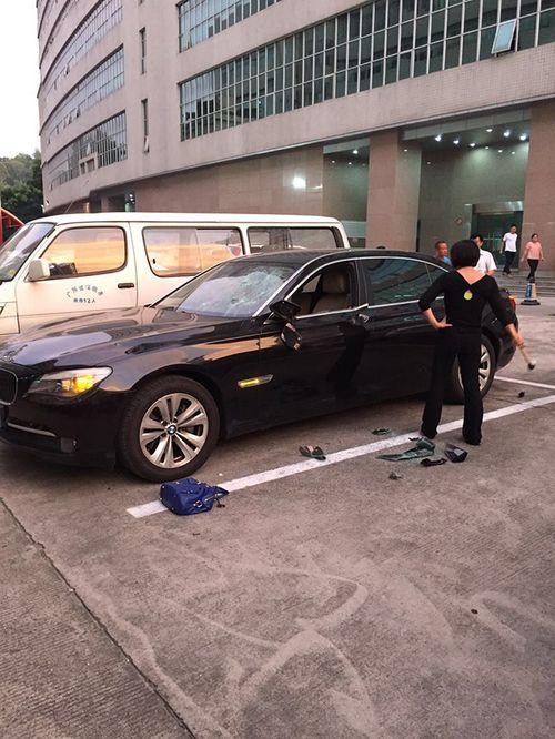 Lại thêm vụ vợ đập tan BMW vì phát hiện chồng có nhân tình - Ảnh 2