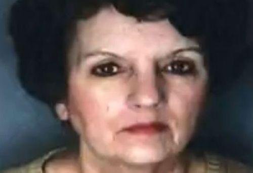 Phẫn nộ con gái giữ xác mẹ thối rữa trong nhà để lấy tiền trợ cấp - Ảnh 1
