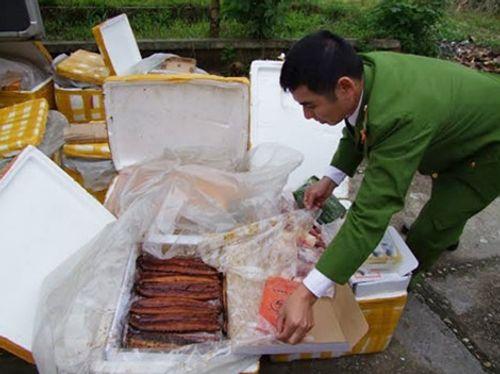 Phát hiện vụ vận chuyển thực phẩm chay không rõ nguồn gốc - Ảnh 1