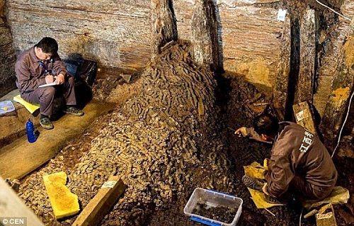 Phát hiện 10 tấn tiền xu cổ trong lăng mộ 2000 năm tuổi ở Trung Quốc - Ảnh 1