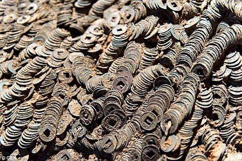 Phát hiện 10 tấn tiền xu cổ trong lăng mộ 2000 năm tuổi ở Trung Quốc - Ảnh 2