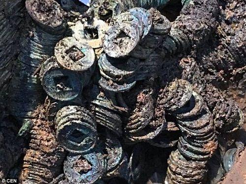 Phát hiện 10 tấn tiền xu cổ trong lăng mộ 2000 năm tuổi ở Trung Quốc - Ảnh 3