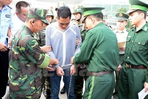 Vụ án tại hồ Ngọc Khánh: Bắt hai đối tượng trốn nã sang Trung Quốc - Ảnh 1