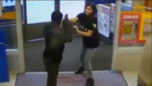"""Tên cướp bỏ chạy vì gặp phải người phụ nữ """"cứng"""" - Ảnh 1"""