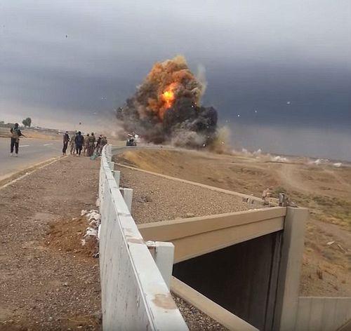 Hàng loạt vụ nổ bom liên tục diễn ra tại iraq - Ảnh 1