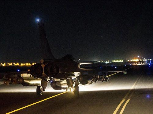 Vụ khủng bố Pháp: Chỉ không kích liệu có chiến thắng IS? - Ảnh 1