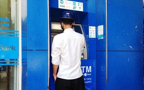 """Nhặt được thẻ ATM, rút sạch tiền của """"khổ chủ"""" - Ảnh 1"""