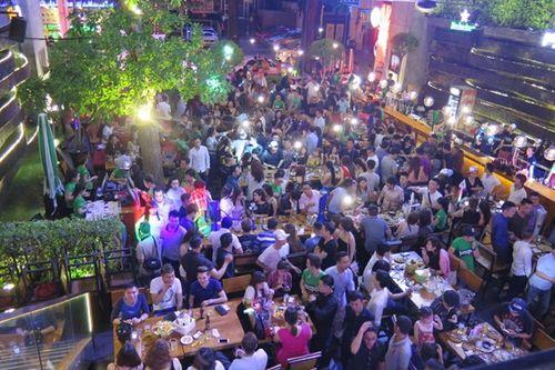 """Đột kích Beer Club, 500 dân chơi """"quậy tung"""" trong nền nhạc sôi động - Ảnh 1"""