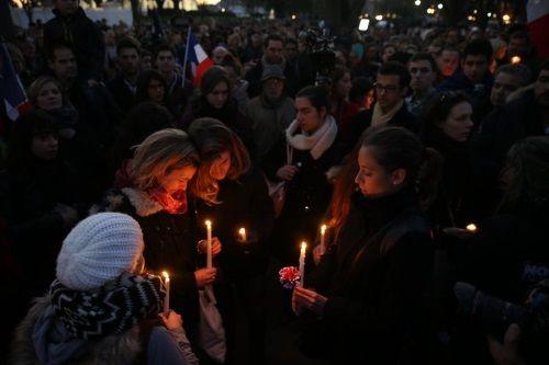 Vụ khủng bố Paris đặt ra thử thách cho các ứng cử viên Tổng thống Mỹ - Ảnh 1