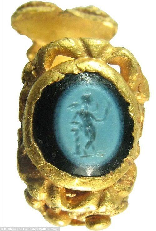 Phát hiện nhẫn vàng 1.700 tuổi từ thời La Mã cổ đại - Ảnh 2