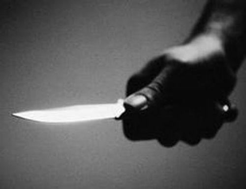 Bắt thanh niên cầm dao đe dọa cứa cổ người phụ nữ - Ảnh 1