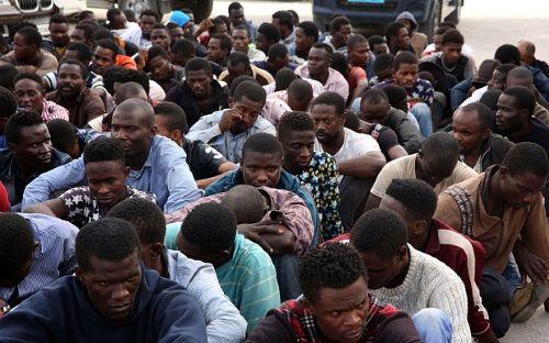 """Libya cảnh báo sẽ """"gửi"""" hàng trăm nghìn người di cư đến châu Âu - Ảnh 1"""