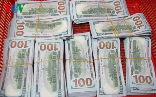"""Nữ hành khách """"xách tay"""" 90.000 USD về Việt Nam - Ảnh 1"""