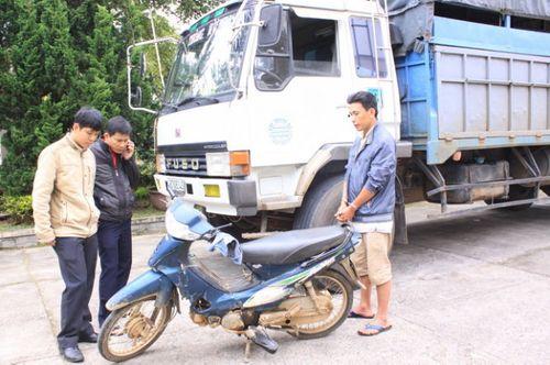 Bắt tài xế tải gây tai nạn chết người rồi bỏ trốn - Ảnh 1