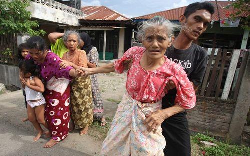 Hàng loạt động đất diễn ra tại Indonesia, cảnh báo nguy cơ sóng thần - Ảnh 2