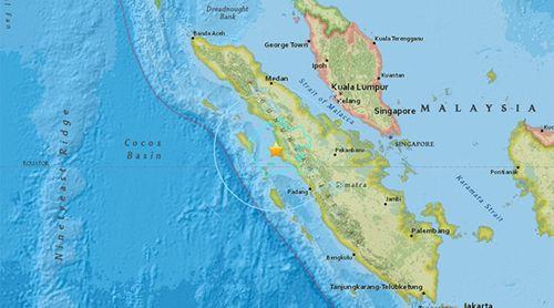 Hàng loạt động đất diễn ra tại Indonesia, cảnh báo nguy cơ sóng thần - Ảnh 1