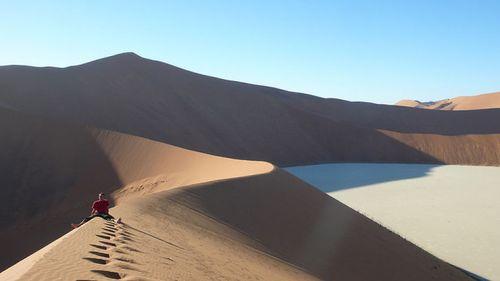 Đẹp mê hồn những vùng sa mạc nổi tiếng thế giới - Ảnh 12