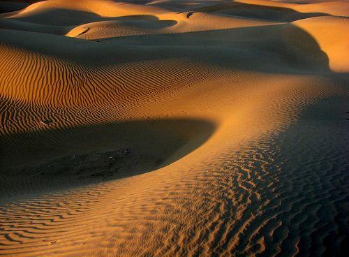 Đẹp mê hồn những vùng sa mạc nổi tiếng thế giới - Ảnh 23