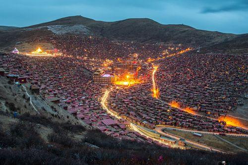 Cận cảnh Học viện Phật giáo lớn nhất thế giới - Ảnh 2