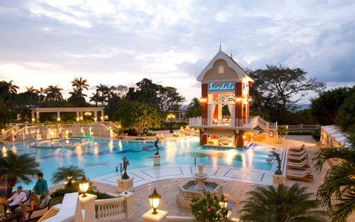 Khách sạn tuyệt đẹp với 105 hồ bơi - Ảnh 1