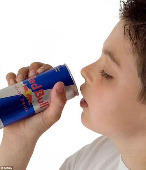 Nguy cơ đau tim, đột tử khi uống nước tăng lực - Ảnh 1